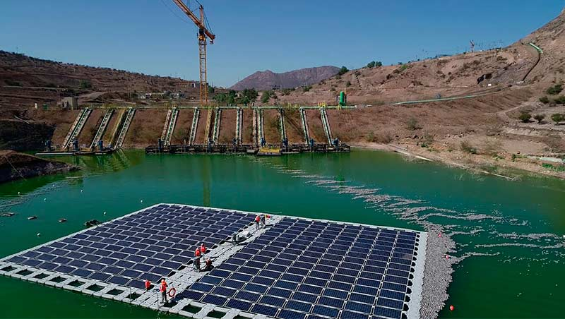 los bronces paneles solares flotantes