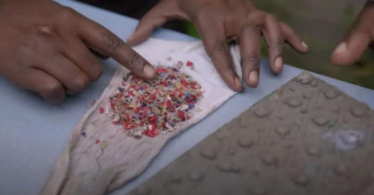 Emprendedor keniano transforma residuos plásticos en ladrillos