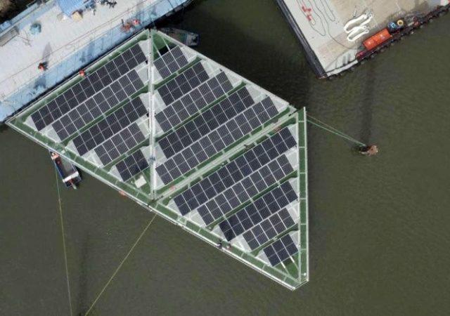 Granja solar flotante en alta mar